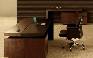 mẫu bàn làm việc văn phòng đẹp của giám đốc U23